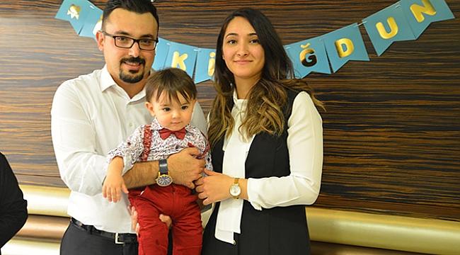 Avukat çift oğullarının ilk yaş gününü kutladı