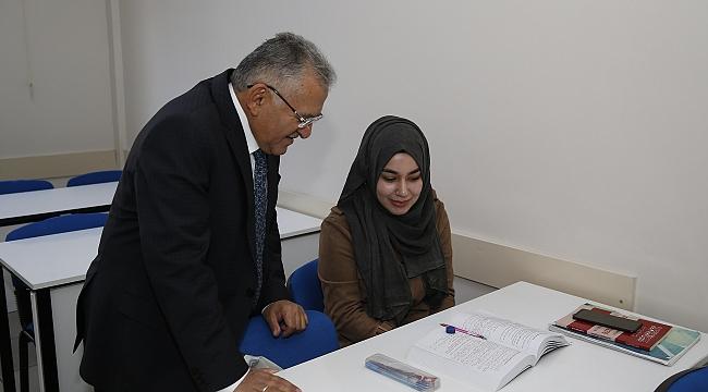 Başkan Büyükkılıç'tan okumaya ve eğitime destek