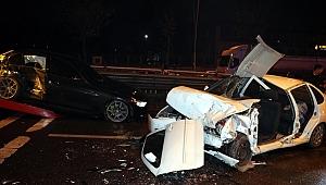 Otomobil karşı şeritteki otomobile çarptı: 5 yaralı