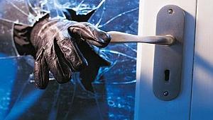 Hırsızlık yaptıkları markete 50 bin TL'lik zarar verdiler