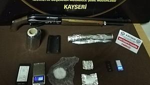 Uyuşturucu ticareti yapan 2 kişi gözaltına alındı
