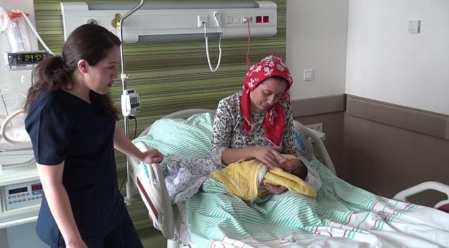 Anne ve bebeklerin mutlu olarak ayrıldığı hastane