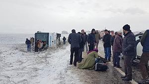 Develi'de yolcu otobüsü devrildi, çok sayıda yaralı var
