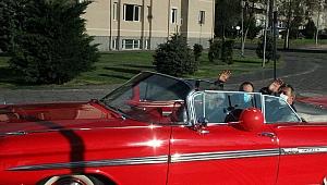 Klasik araçlar Melikgazi'de 23 Nisan'ı kutladı