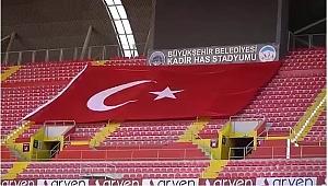 Kadir Has Stadyumu'nda İstiklal Marşı yankılandı