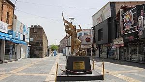 Kayseri'de yasağın ilk günü cadde ve meydanlar boş kaldı