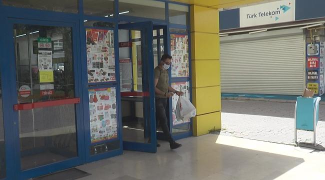 Kısıtlamanın 3. gününde vatandaşlar marketlerden alış veriş yaptı