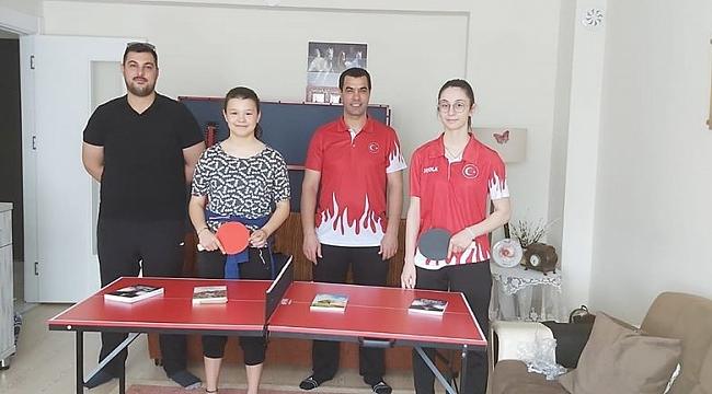 Midi Masa Tenisi Masaları ve kitapları sporculara dağıtıldı