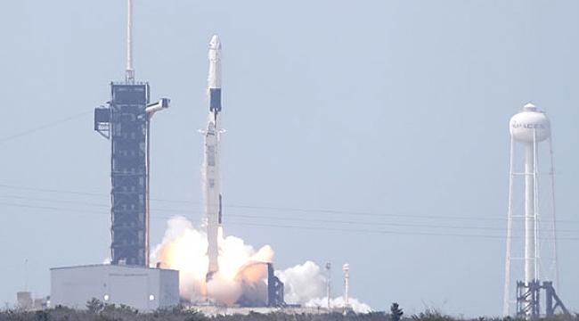 SpaceX, Crew Dragon uzay aracını başarılı bir şekilde fırlattı