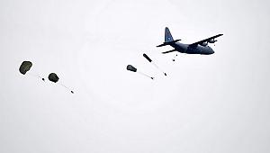 Komandonun yürekleri ağza getiren paraşütle atlayışı