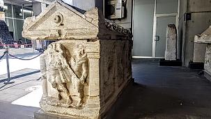 İnşaat temel kazısında bulunan 2 lahit müzede sergileniyor