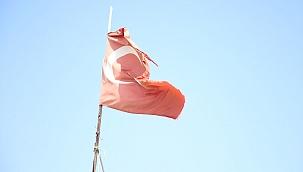 Başkan Büyükkılıç'ın 'Türk Bayrağı' hassasiyeti