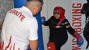 Kick-boks şampiyonundan kadınlara ücretsiz savunma kursu