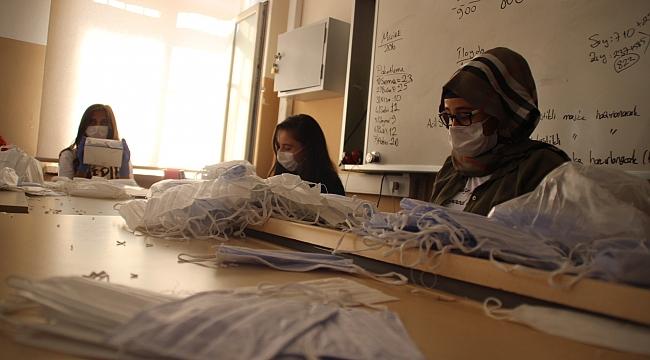 Okul değil adeta maske fabrikası