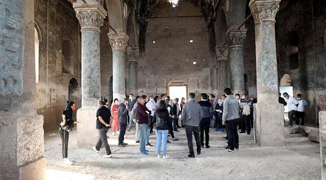 Definecilerin tahrip ettiği Rum kilisesi, turizme kazandırılacak