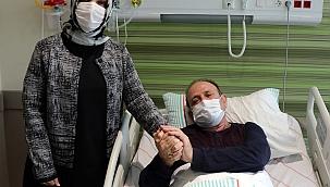 Koronavirüsü yenen eczacı, eşine refakatçi oldu