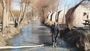 Sultan Sazlığı'ndaki göl buz tuttu