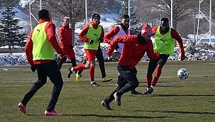Kayserispor 23 futbolcuyla gitti