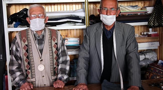 İki kardeş 60 yıldır omuz omuza terzilik yapıyor