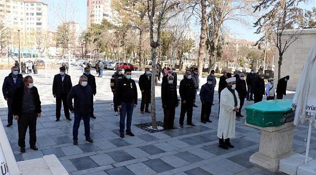 Kayseri'de eski eşinin öldürdüğü kadın toprağa verildi