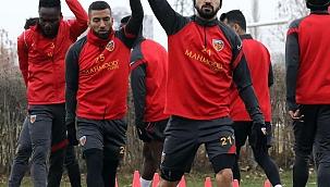 Kayserispor 22 futbolcuyla gitti