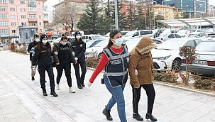 'Fuhuş' operasyonu: 3'ü kadın 5 gözaltı