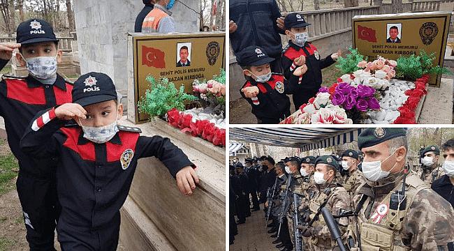 Şehit polisin mezarına iki oğlundan ziyaret