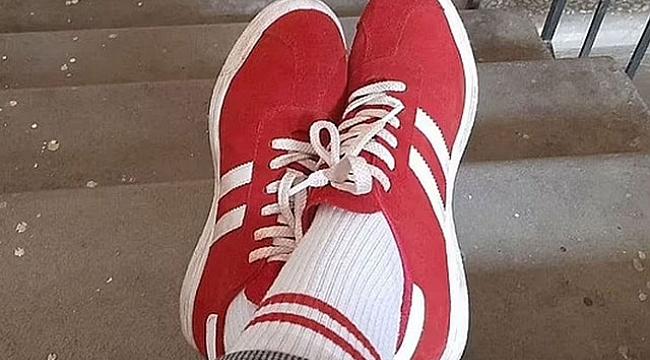 Belarus'ta kırmızı beyaz ayakkabı ve çorap giyen kadına 7 bin 500 TL'lik ceza