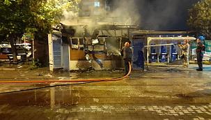 İBB'ye ait halk ekmek büfesi alev alev yandı