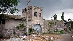 Atatürk'ün ziyaret ettiği tarihi han, ahır olarak kullanılıyor