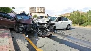 İki aracın çarpıştığı kazada 4 kişi yaralandı