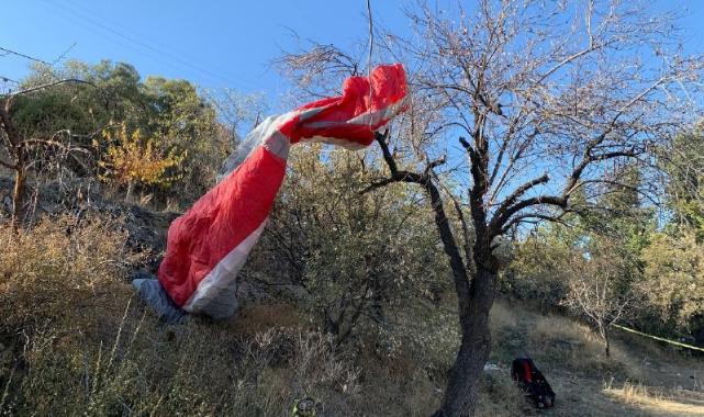 Kayalık alana düşen paraşütçü ağır yaralandı