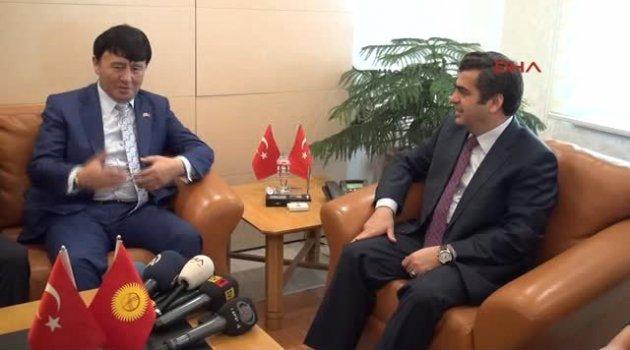 Kayseri Kırgız Büyükelçi, Vali Düzgün'e 'Çepken' Giydirdi